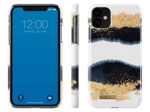 iDeal Of Sweden iPhone 11 - Gleaming Licorice